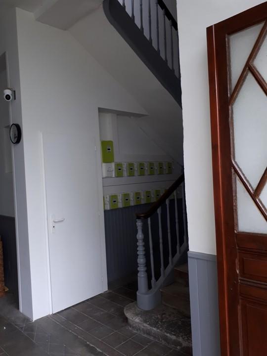 Le hall. Escalier 1er étage aile gauche