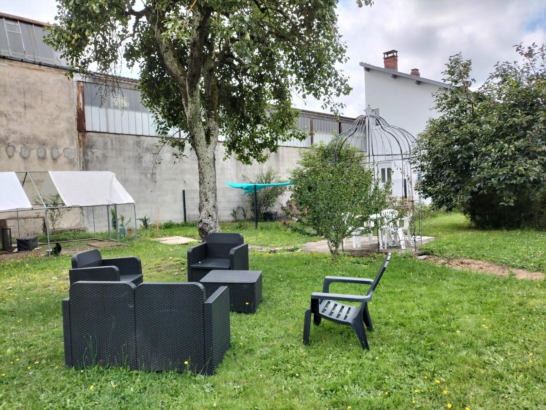 Petit salon au fond du jardin